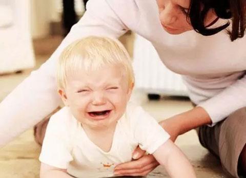 宝宝摔倒后,这样做就对了!