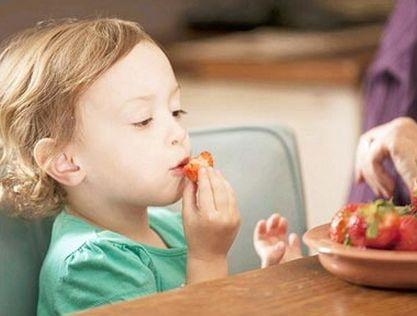 崔晨:宝宝一吃水果就拉稀,怎么办?