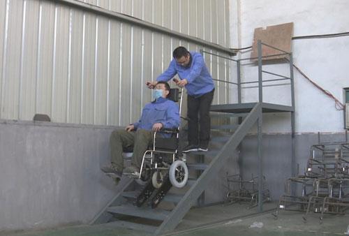 我爱发明20180123视频,王栋,爬楼的轮椅车,爬上新高度