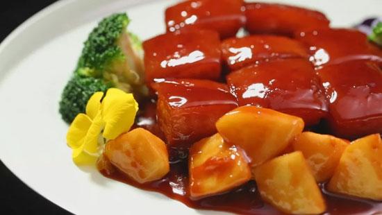 暖暖大厨郝振江:苹果红烧肉的做法