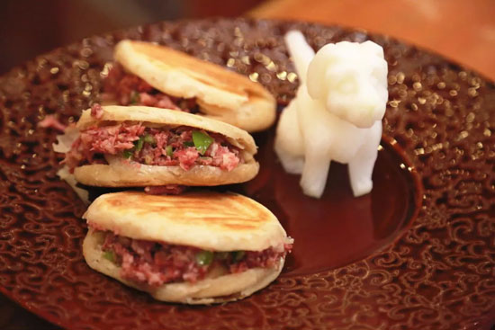 回家吃饭20180307,家庭版驴肉火烧的做法,香茅草红煨驴肉