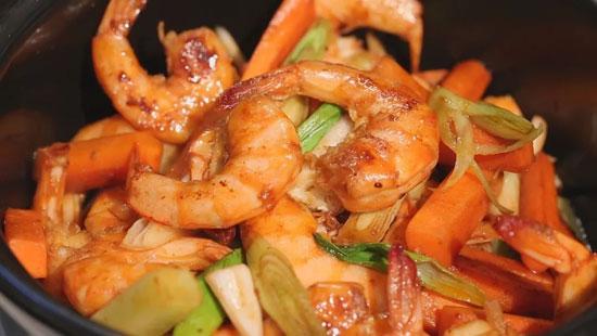 暖暖的味道20180523,陈赛,王培欣,茭白焖大虾,芹菜炒鸡胗