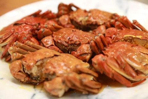 回家吃饭20181011,熟醉蟹,手撕蟹肉煲,鲜姜嫩笋炒肉丝