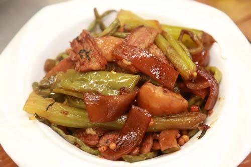 回家吃饭20190109,刘琳琳,煎带鱼配烀土豆,五彩盒饭
