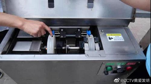 我爱发明20190712视频,佟海亮,田野,让虾线飞,自动虾线清理机