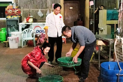 安徽卫视家宴20200117,刘语熙走进海鲜送货工廖云涛的生活