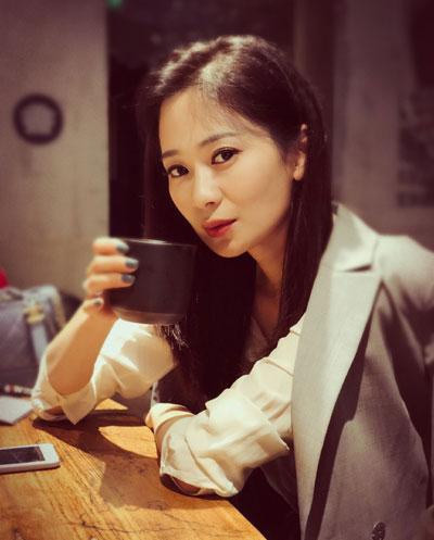 陈蓓蓓,央视主持人陈蓓蓓个人简历,生活照图片,微博,资料