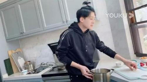 好好吃饭直播第3期视频,孙艺洲在线教你做清肺排毒汤