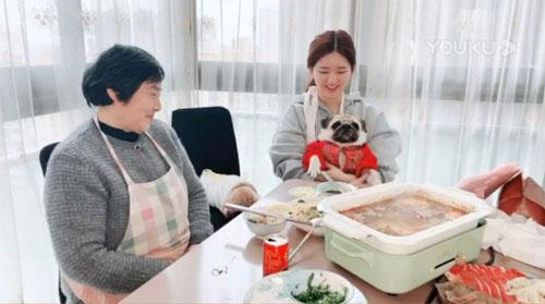 好好吃饭直播第8期20200215,小春花赵露思陪奶奶吃播